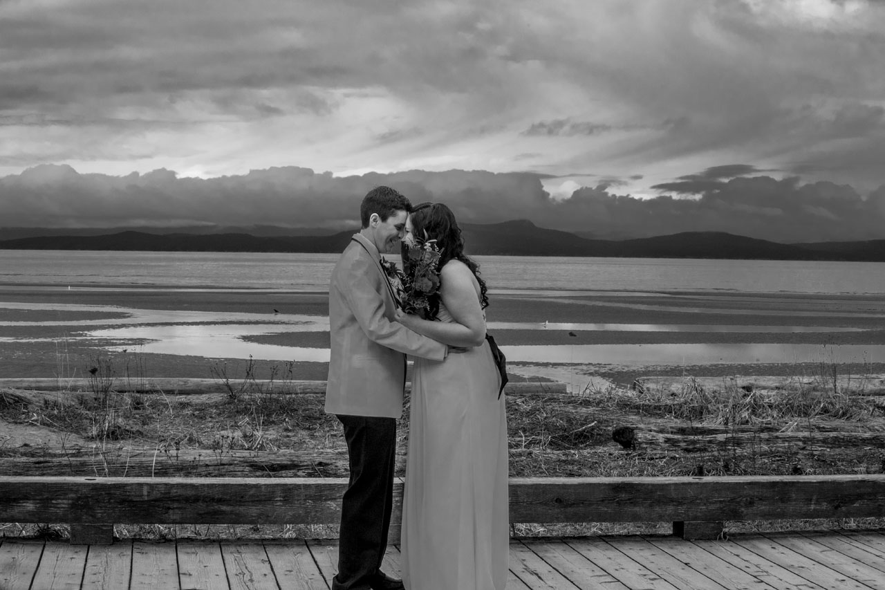 Parksville wedding Black and white photo of a bride and groom on boardwalk