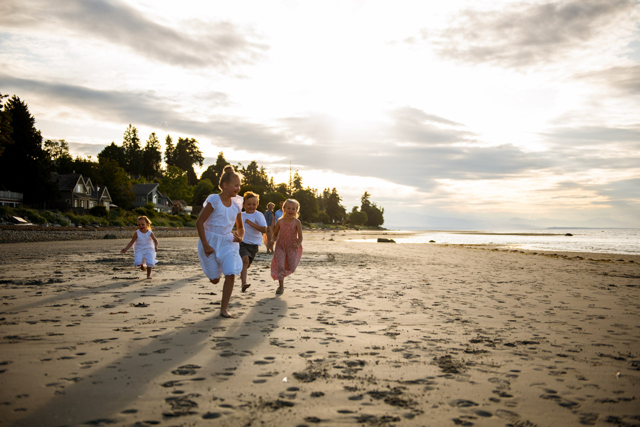 children running on the beach, family photography, beach photography